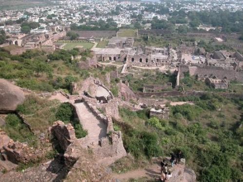 1319108513golkonda-fort